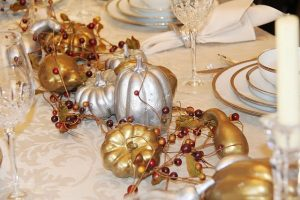 gold-and-silver-pumpkins-table-centerpiece